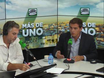 """Rivera mantiene que aún existen """"dudas razonables"""" sobre la tesis de Sánchez y le """"consta que va a salir más información"""""""