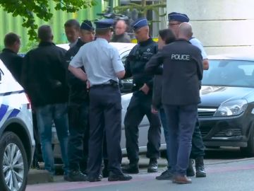 Un hombre ataca a un policía con un cuchillo en un parque de Bruselas
