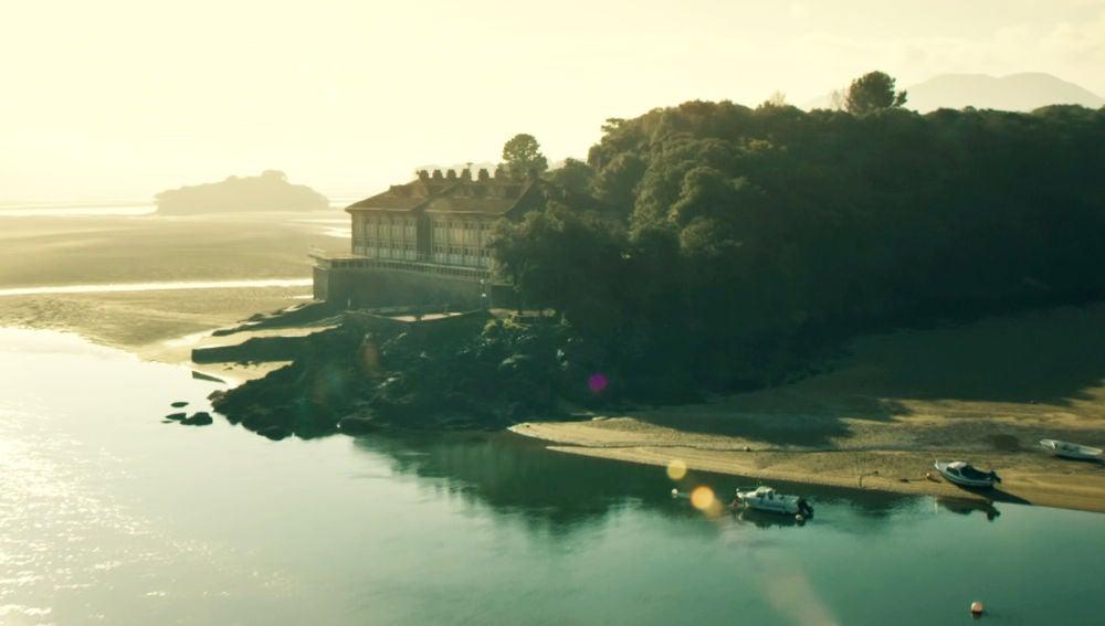 Recorremos la Isla de Txatxarramendi que te enamorará en 'Presunto Culpable'
