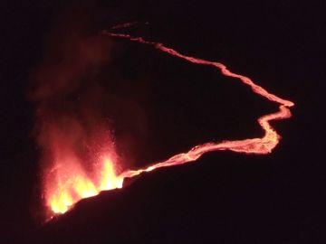 El volcán Piton de la Founiase en la isla Reunión de Francia entra en erupción por cuarta vez este año