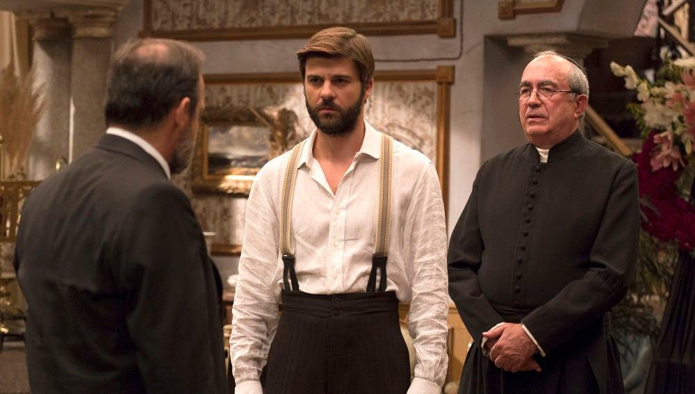 Gonzalo se presenta en el velatorio de Francisca