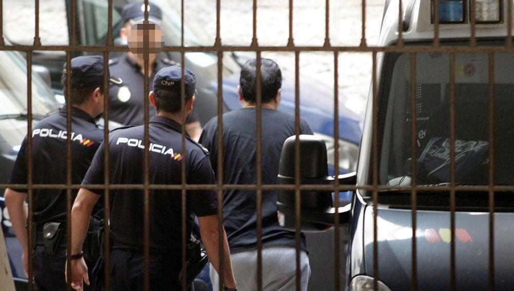 El detenido como presunto autor del asesinato de sus padres y hermano en Alicante