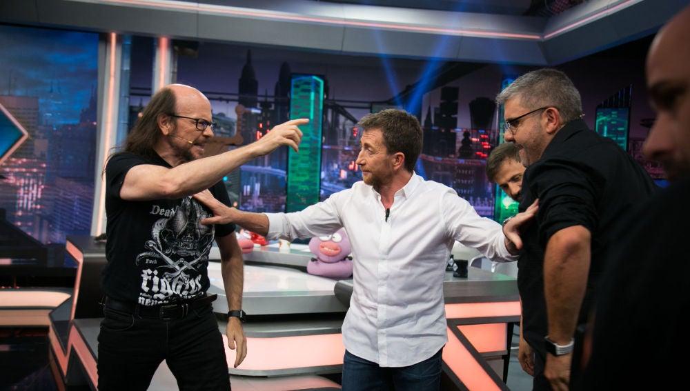 """Florentino Fernández demuestra que tiene unos reflejos extraordinarios en su divertido pique con Santiago Segura: """"He tirado a asustar"""""""