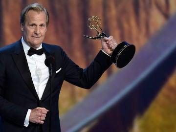 Jeff Daniels con su premio Emmy