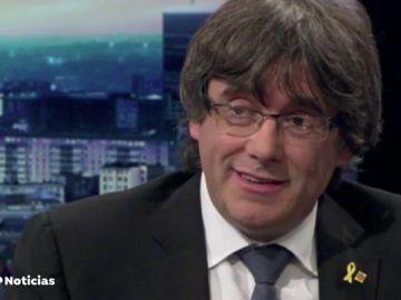 """Un periodista belga pone contra las cuerdas a Puigdemont: """"Si quiere algo de dignidad, creo que debería volver y encerrarse en la cárcel"""""""