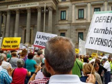 Noticias 2 Antena 3 (26-09-18) Principio de acuerdo para revalorizar las pensiones teniendo en cuenta el IPC