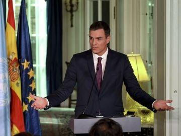 Imagen de Pedro Sánchez ante los medios