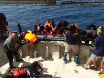 Un pesquero rescata a 57 inmigrantes en Almería