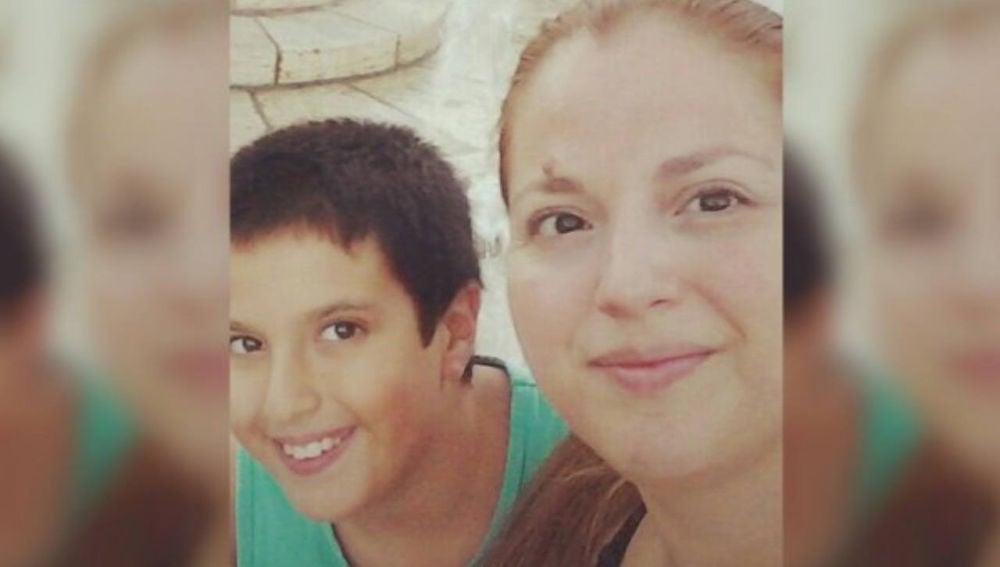 Miguel junto a su madre fallecida hace cinco meses