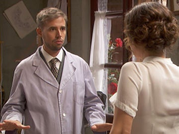 Hipólito chantajea a Catalina para que le ayude a conseguir que Gracia tenga a su hijo en Puente Viejo