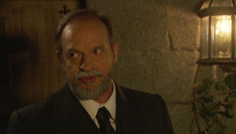 Raimundo, preocupado porque Julieta y Saúl están muy cerca de descubrir su alianza con Gonzalo