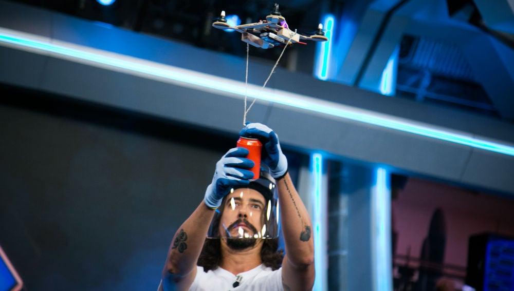 """Miguel Ángel Muñoz descubre el primer robot """"de andar por casa"""" en 'El Hormiguero 3.0'"""