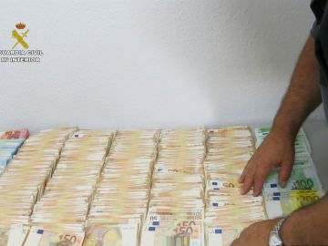 Intervienen 165.500 euros ocultos en un coche en la AP-7 en Tarragona