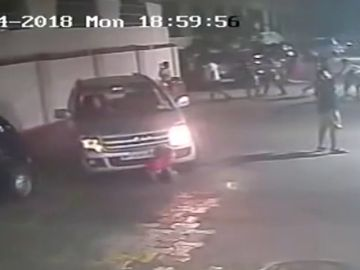 Ileso tras pasarle un coche por encima