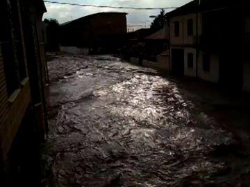 Una fuerte tormenta provoca inundaciones en Cuéllar