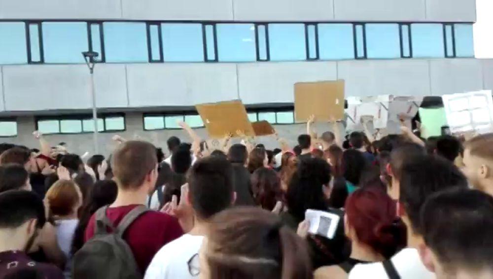 """reempl: Huelga de estudiantes de la URJC para exigir la dimisión del rector ante """"los escándalos"""" que dañan la imagen de la universidad"""