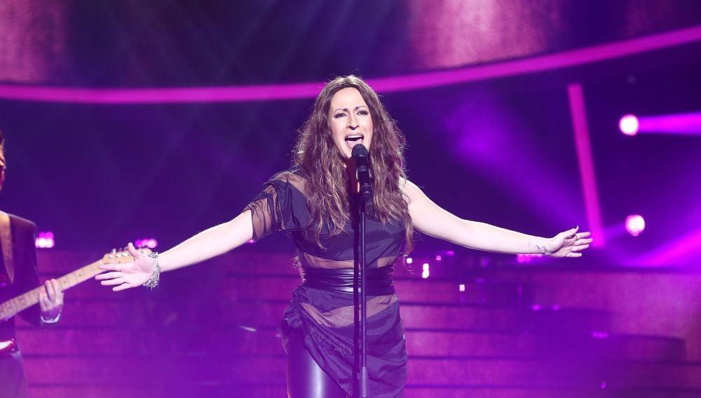 María Villalón derrocha talento como Malú en 'Blanco y negro'