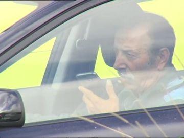 Las reformas del carné de conducir que propone la DGT: quitar más puntos por usar el móvil y por no llevar cinturón o casco