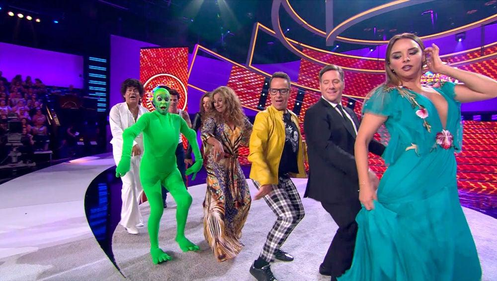 El jurado de 'Tu cara me suena' se atreve a bailar 'Dame tu cosita' con los concursantes de la séptima edición