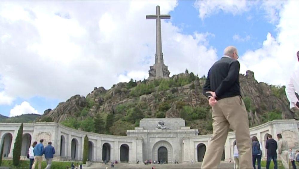 Podemos propone demoler la cruz y la espada que preside el Valle de los Caídos