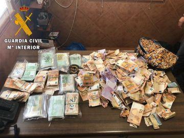 El dinero recogido por la Guardia Civil