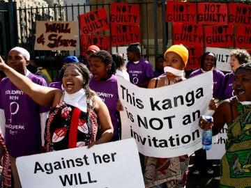 Protesta en Sudáfrica contra las violaciones