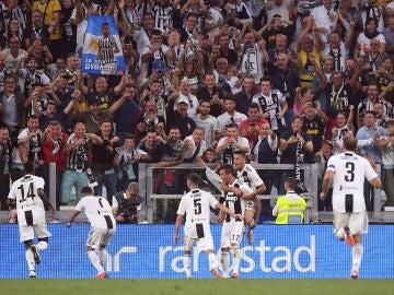 Los jugadores de la Juventus celebran uno de los goles de Mandzukic