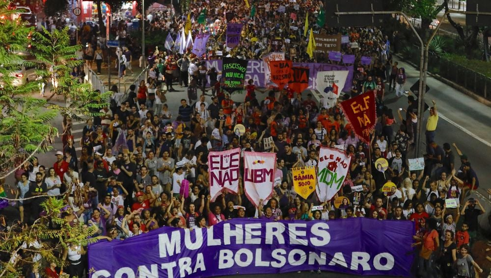 Personas se manifiestan contra la candidatura de Jair Bolsonaro