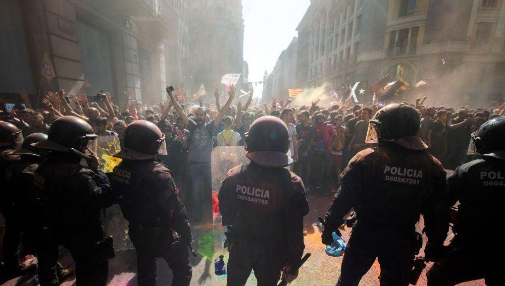 Los Mossos d´Esquadra han cargado en Barcelona contra grupos de independentistas