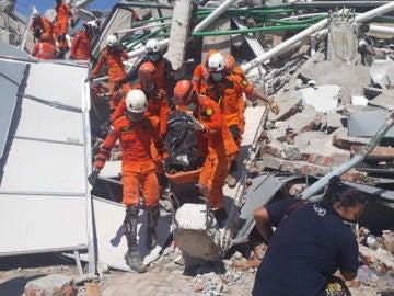 Noticias Fin de Semana (30-09-18) Elevan a 832 los muertos por los terremotos y el tsunami en Indonesia