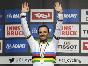 Alejandro Valverde, con el maillot arcoiris y la medalla de oro del Mundial de ciclismo