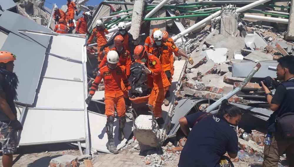 Los equipos de rescate en la zona afectada