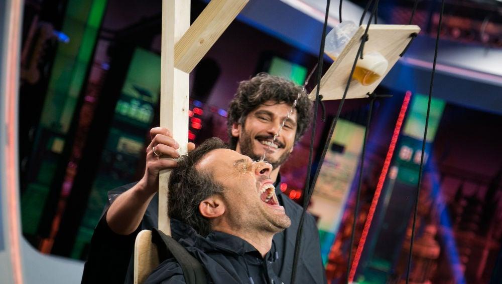 """Daniel Guzmán y Antonio Pagudo aprenden a """"beber con moderación"""" en 'El Hormiguero 3.0'"""