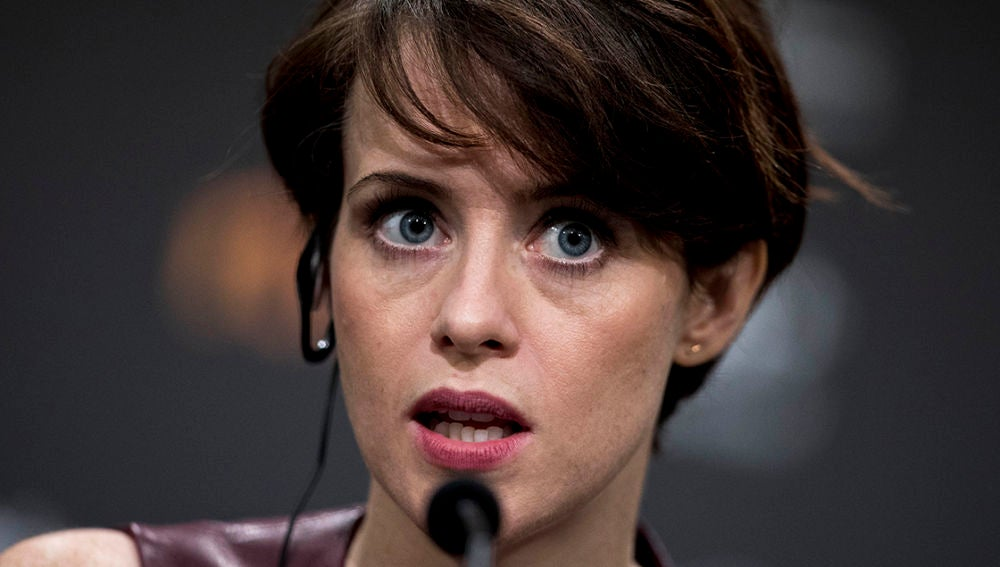 Claire Foy en una rueda de prensa