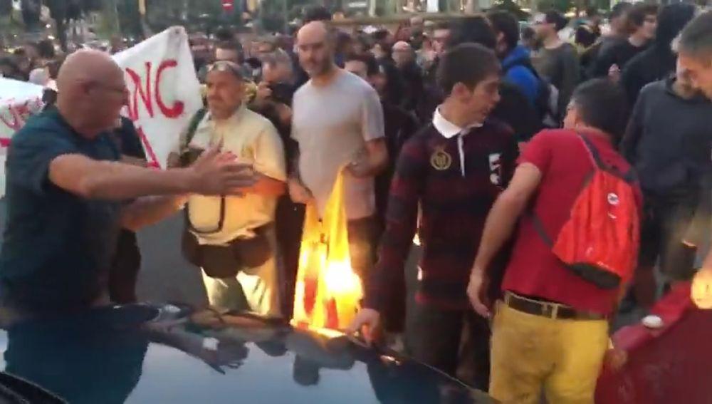 Los CDR impiden el paso a un conductor a Ronda de Sant Pere