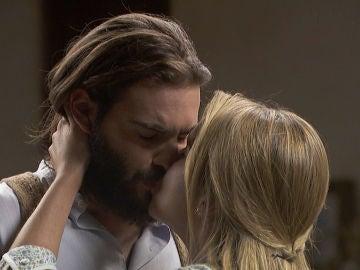 Antolina lleva a cabo su malvado plan y besa a Isaac para demostrarle su amor