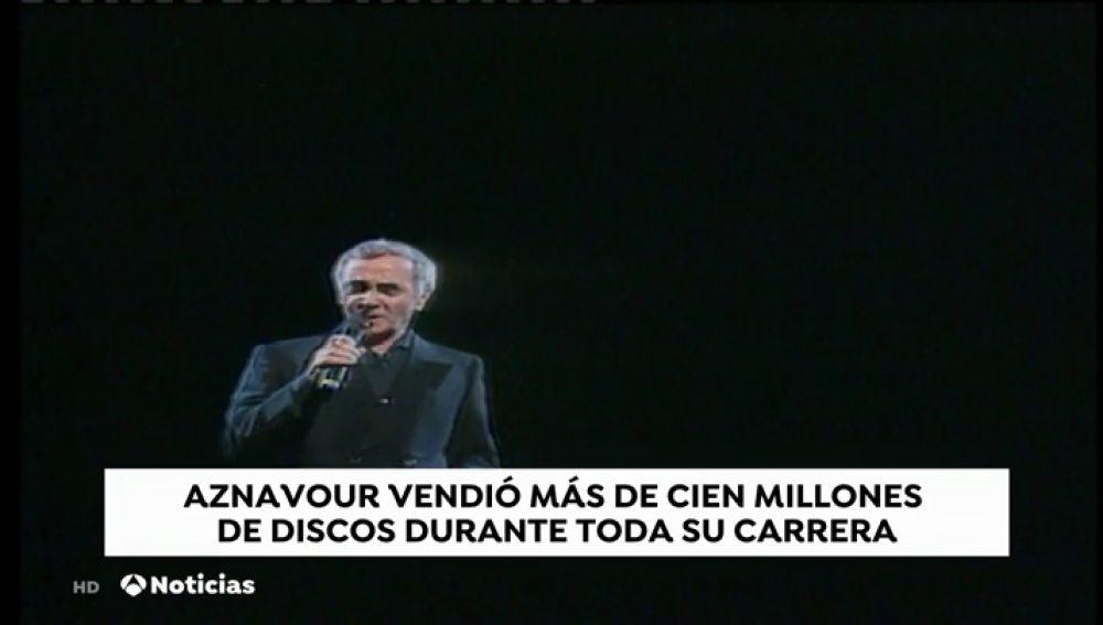 Aznavour deja huérfana la canción francesa