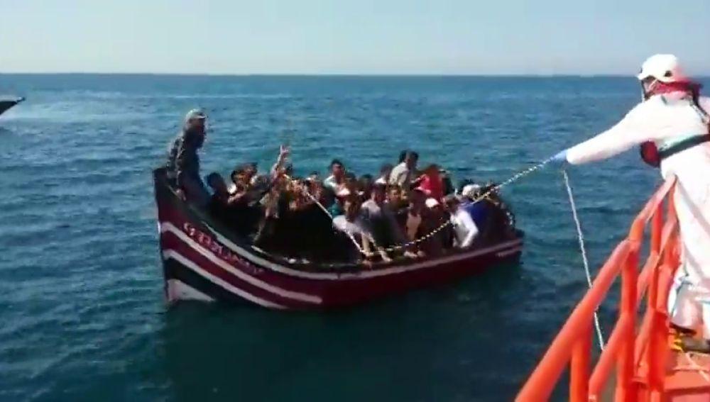 Ascienden a más de 450 los inmigrantes rescatados de 17 pateras en el Mar de Alborán y el Estrecho