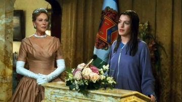 Anne Hathaway y Julie Andrews en 'Princesa por sorpresa'