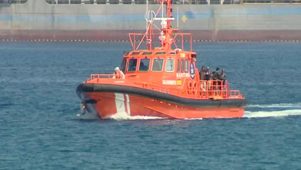 La patera que ha llegado a Gran Canaria llevaba 7 días en el mar, los últimos 3 sin motor
