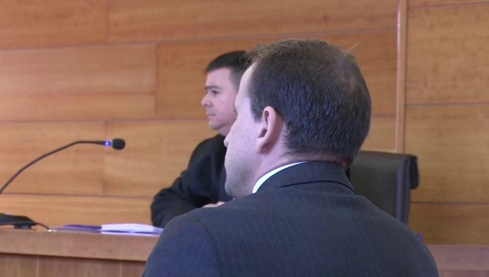 Juicio a un hombre en Castellón acusado de contactar con más de 300 niñas a través de las redes sociales