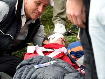 Corine Remande, atendida tras sufrir el bolazo en la Ryder
