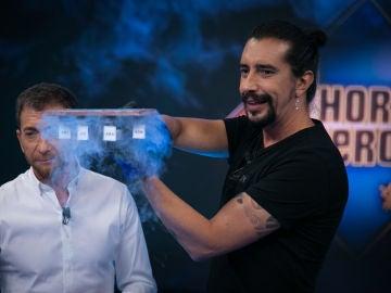 Emilio Aragón disfruta de la levitación cuántica de Marron en 'El Hormiguero 3.0'