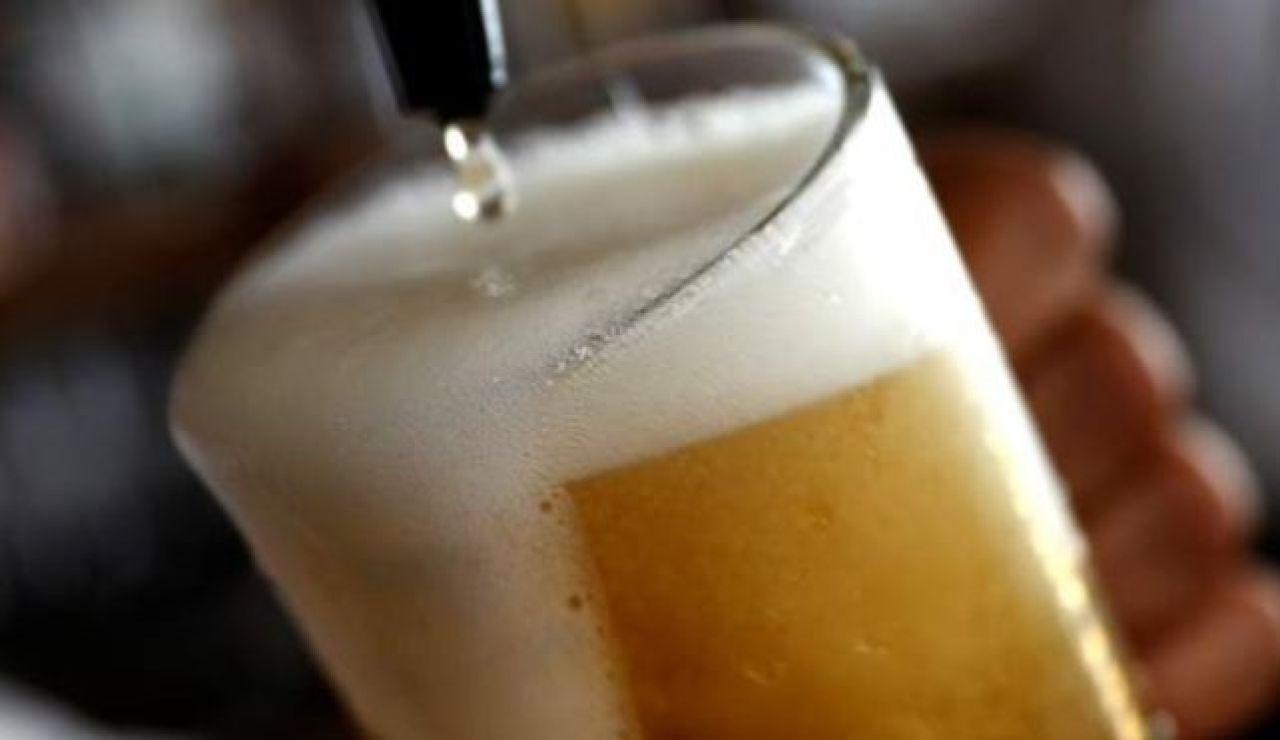 Sortean un día de cervezas gratis por usar bien la mascarilla ante el coronavirus
