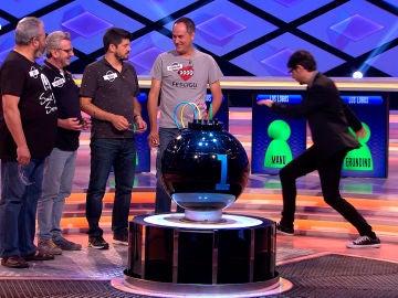 Manu cubre a Juanra Bonet tras un despite del equipo de '¡Boom!'