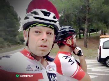 """(03-10-18) Los ciclistas autores de la denuncia viral: """"Puede resultar cómico, pero esa carretera está plagada de ramos de flores"""""""