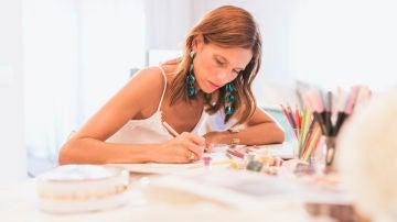 Miriam en pleno proceso creativo
