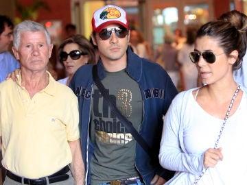 David Bisbal junto a su padre y Elena Tablada