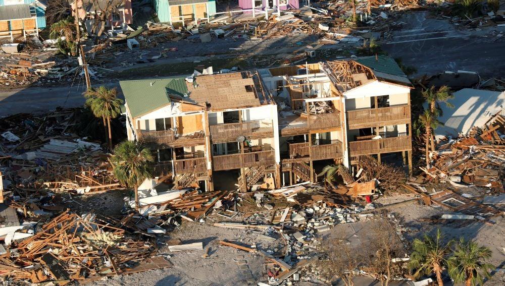 Fotografía aérea que muestra el destrozo ocasionado tras el paso del huracán Michael