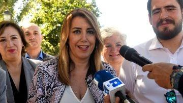 Susana Díaz hablando con los medios